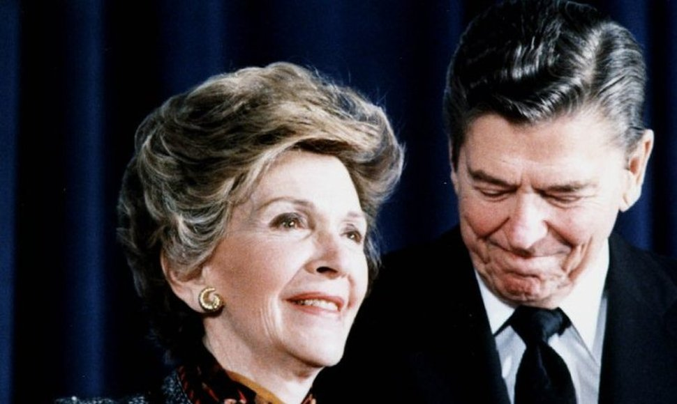 Ronald Reagan y su esposa Nancy.