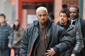 Fan demanda a Kanye West