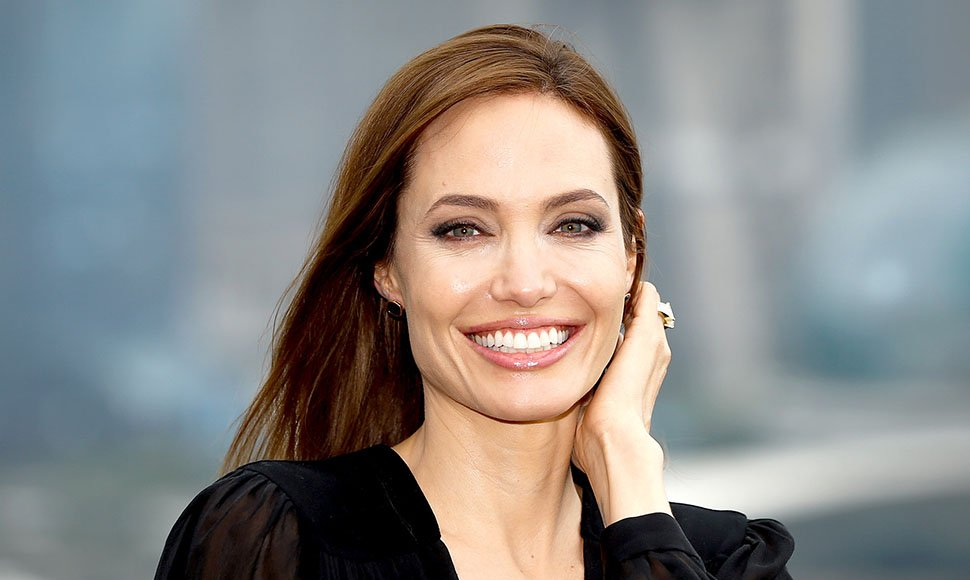 Angelina Jolie. Internet / END