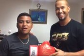 """Chocolatito"" y Cheslor Cuthbert intercambian elogios y regalos"