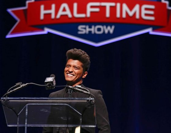 Bruno Mars se presentará en el intermedio del Super Bowl, junto con la banda de rock Red Hot Chili Peppers. EFE / END