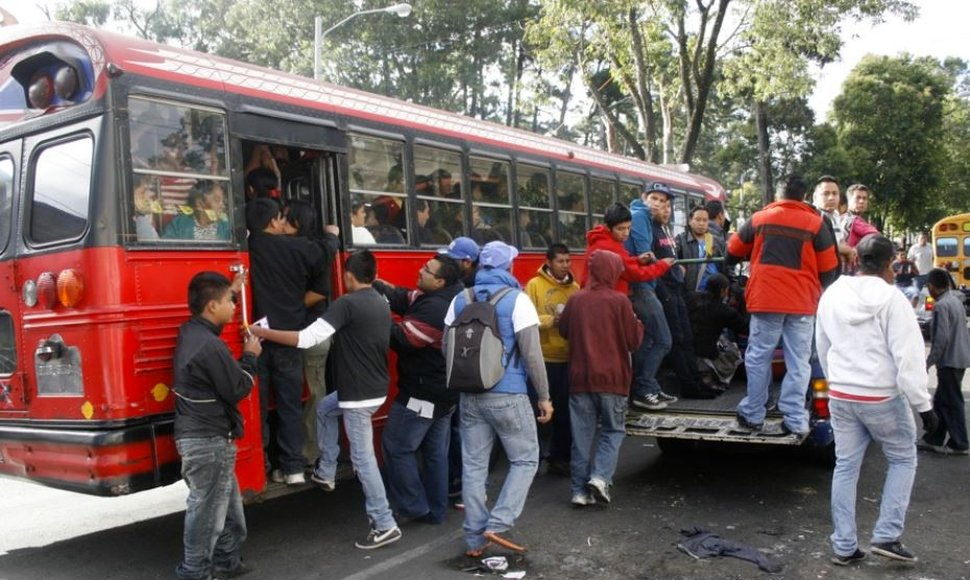Usuarios del transporte en Guatemala. INTERNET / END