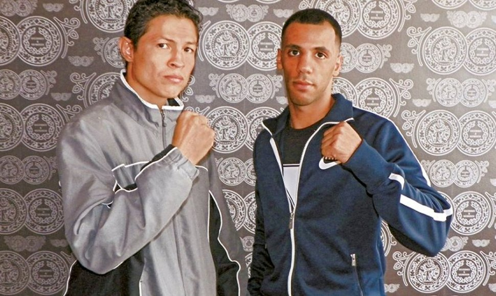 Herald Molina (Izq.) regresa al ring.