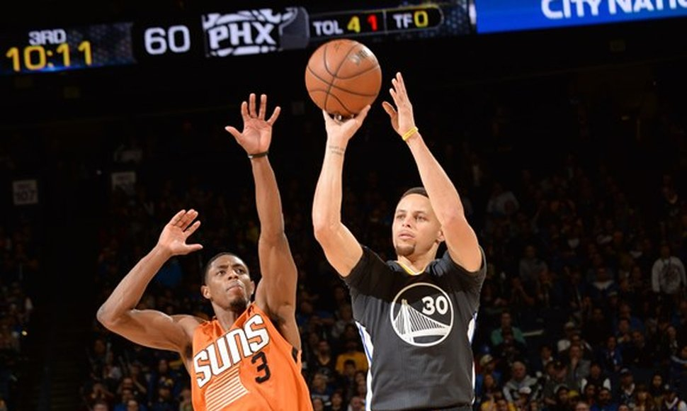 Stephen Curry sigue inspirando en la duela.