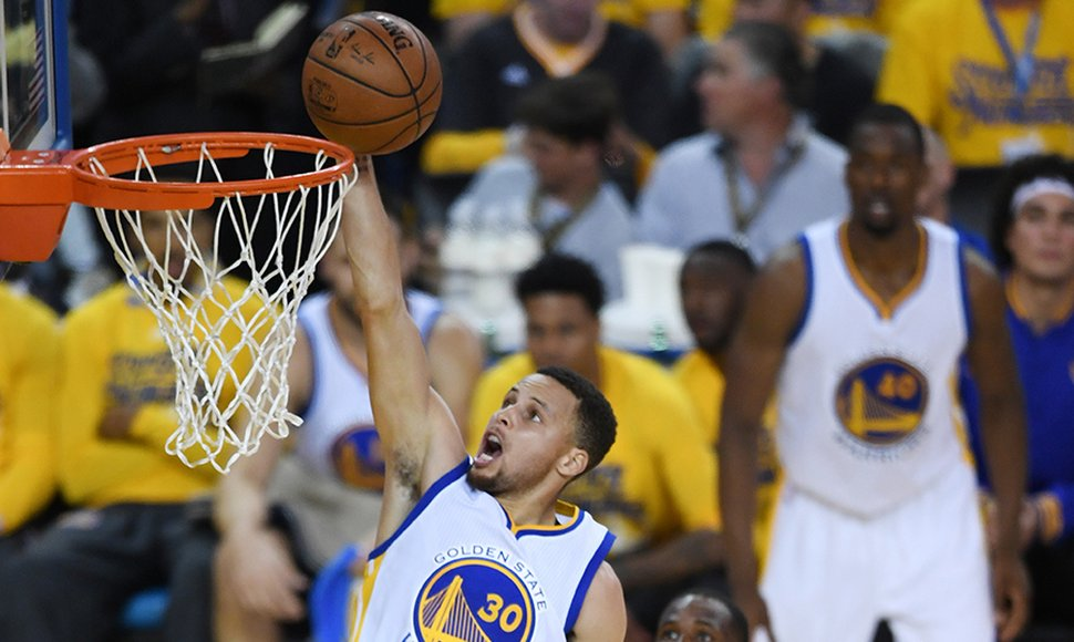 Stephen Curry fue factor decisivo en el triunfo de los Warriors.
