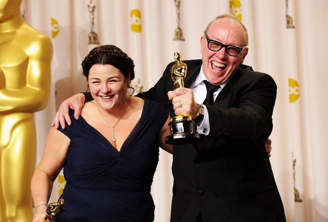 Los cineastas George Oorlagh y Terry George, los ganadores del Premio al Mejor Cortometraje por 'The Shore'. AFP / END