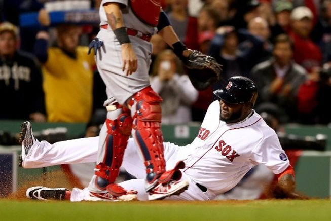 David Ortiz, anotando una de las carreras para su equipo los Medias Rojas de Boston. AFP / END