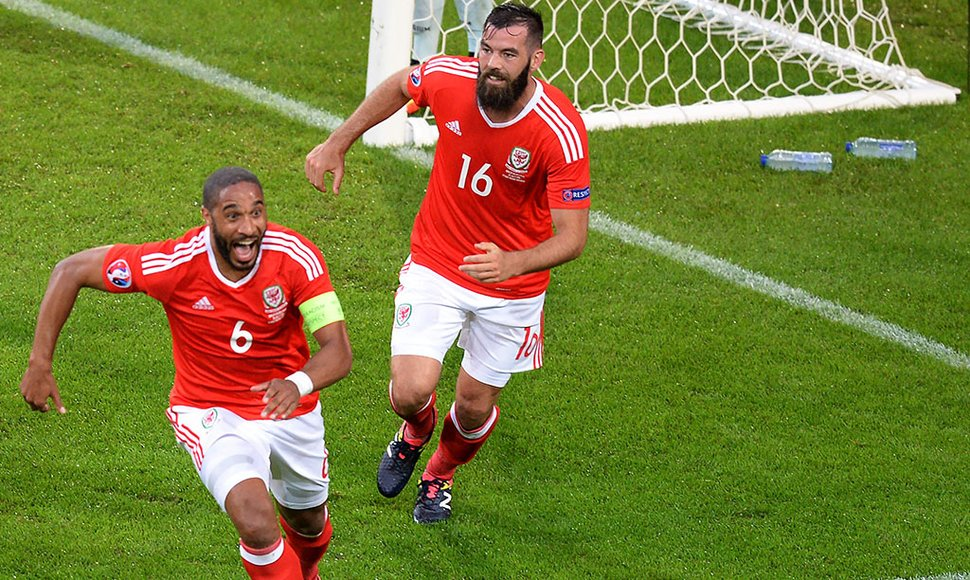 Ashley Williams empató el partido contra Bélgica.
