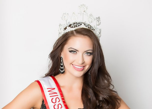 Siera Bearchell, Miss Universo Canadá 2016