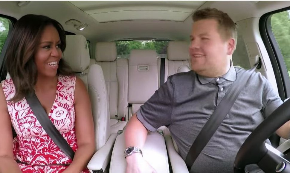 Michelle Obama junto a James Corden.