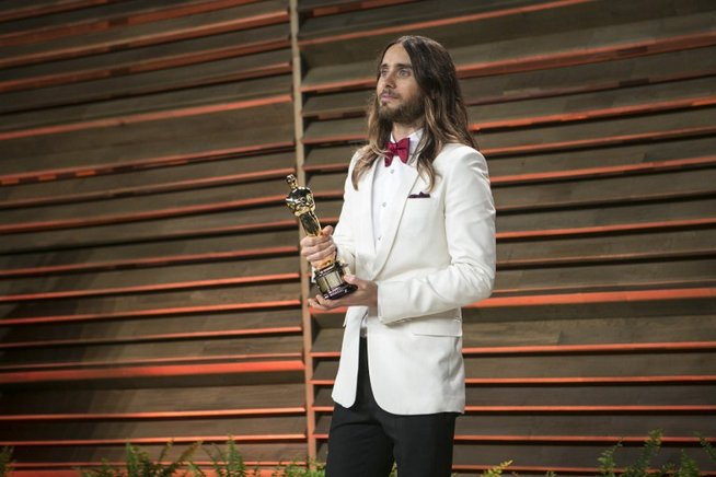 "El actor estadounidense, Jared Leto recibió su estatuilla del Óscar de la Academia como mejor actor de reparto en ""Dallas Buyers Club"". ADRIAN SANCHEZ-GONZALEZ / AFP / END"