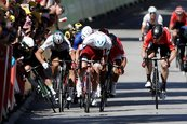 Peter Sagan descalificado del Tour de France tras provocar caída de Mark Cavendish