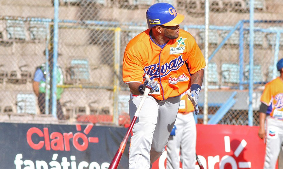 Dwight Britton anotó cuatro carreras.
