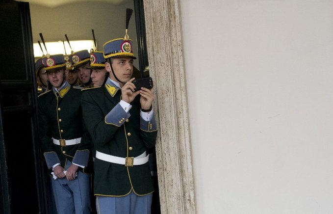 Los miembros de la guardia de guardia de honor italiana durante la visita de Obama. AFP / END