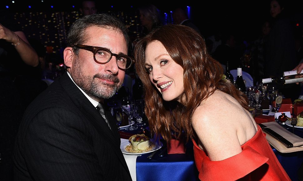 Steve Carell junto a Julianne Moore.