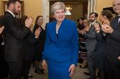 Theresa May sigue buscando mayoría en Reino Unido