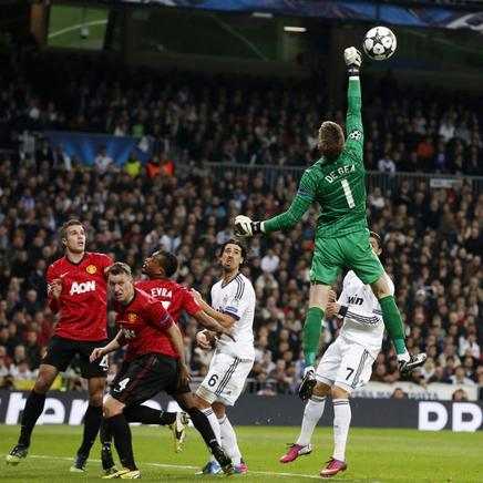 De Gea bloquea un disparo. AFP / END