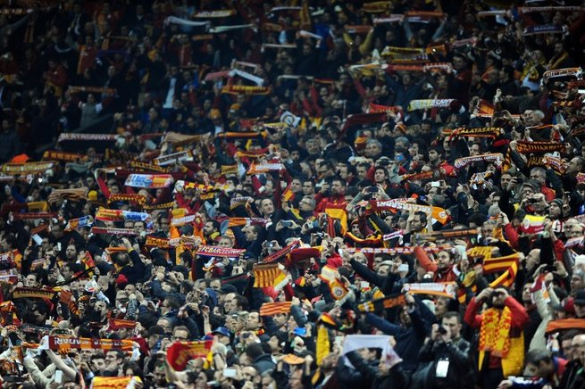 Afición del Galatasaray. AFP / END