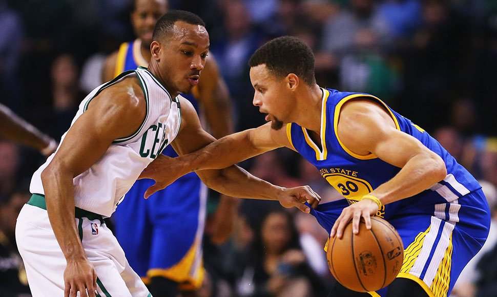 No fue fácil para los Warrios y Stephen Curry vencer a Boston.