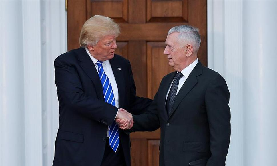 El presidente electo de EE.UU., Donald Trump y el general retirado James Mattis.