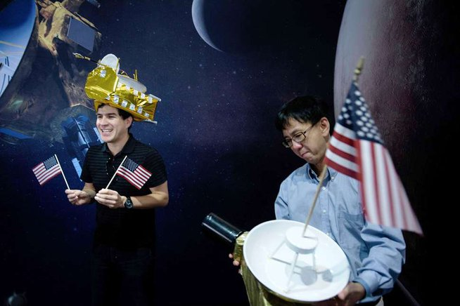 En el Laboratorio de Física Aplicada de la Universidad Johns Hopkins en Maryland, celebraron que la nave espacial estadounidense