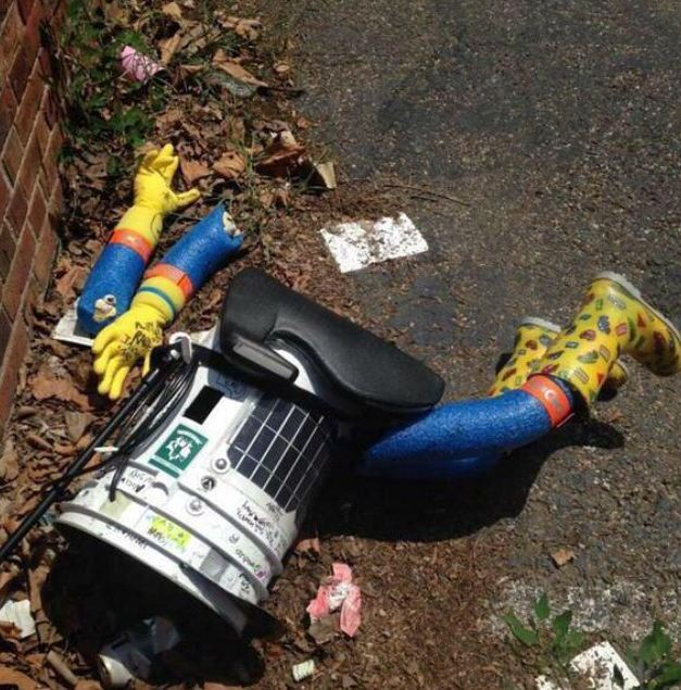 hitchBOT, despedazado.