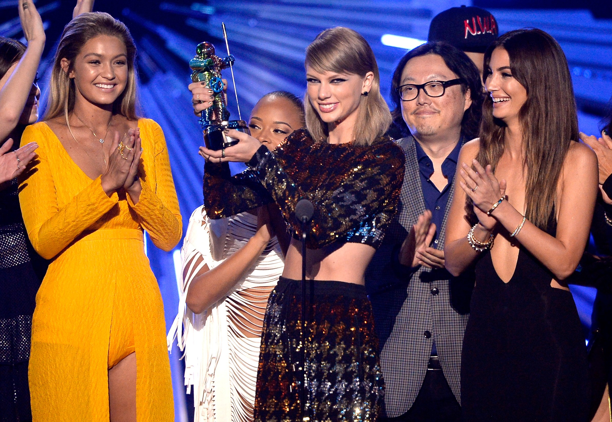 "Swift se llevó el trofeo a Mejor Video del Año por ""Bad Blood"""