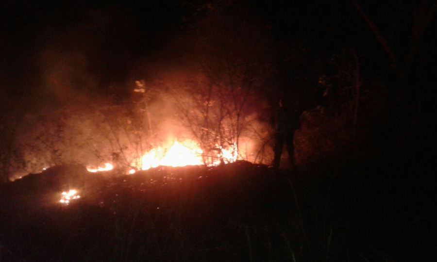Vista nocturna del incendio en Juigalpa. Mercedes Sequeira/END