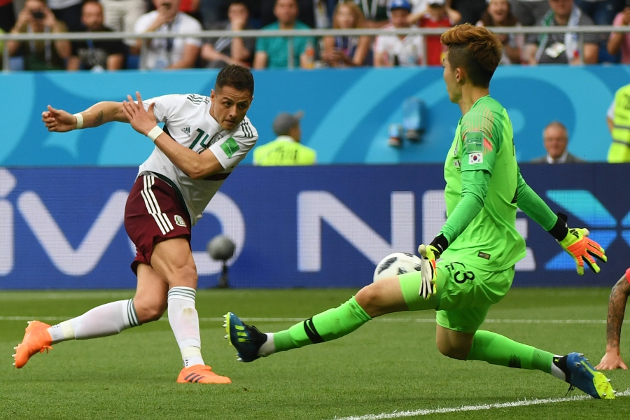 Chicharito anotó el segundo gol de México. Foto: AFP/END