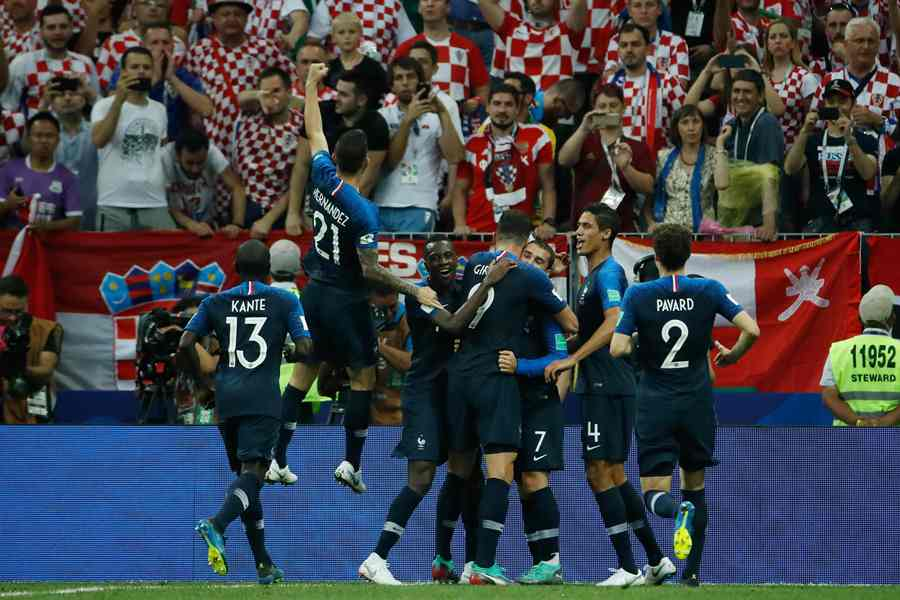 Francia domina la final ante Croacia. AFP/end