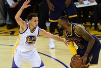 LeBron ruge, Curry pica