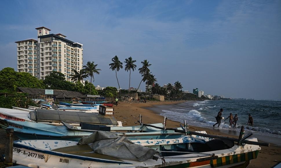 Vista de playa en Colombo, Sri Lanka.
