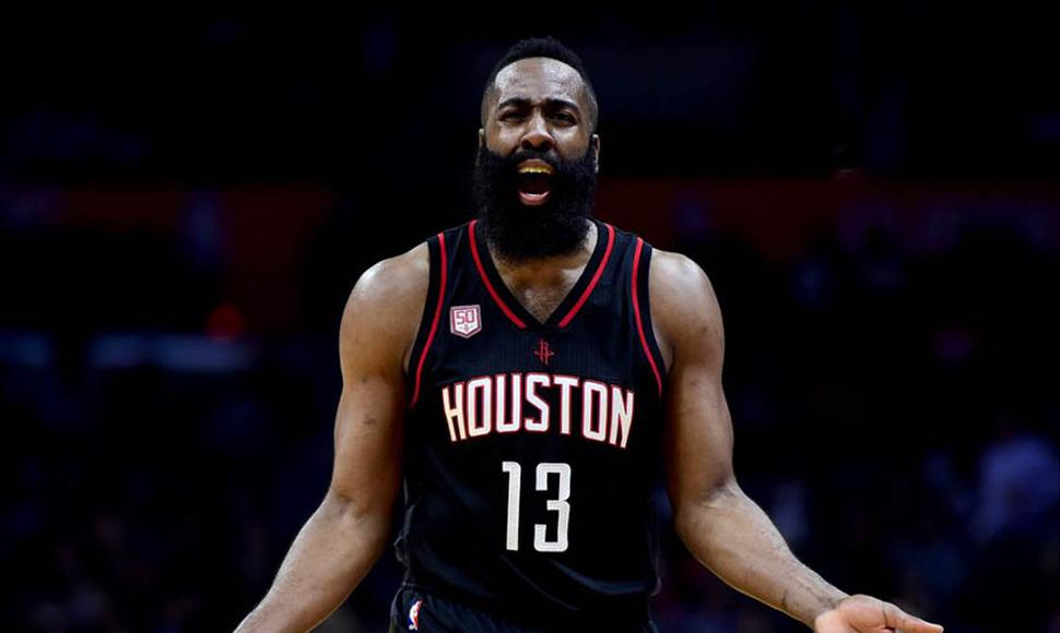 James Harden se lastimó contra los Lakers.