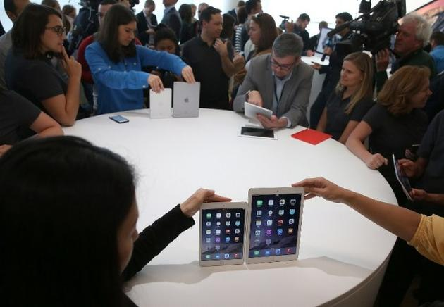 El nuevo iPad Air 2 y el iPad Mini 3 se muestran durante un evento especial de Apple. AFP / END