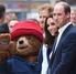 Los príncipes Guillermo y Harry reciben al reparto de Paddington II