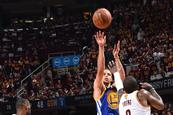Curry resurge y mata