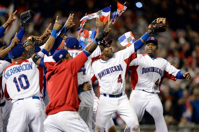 Dedicatoria de los dominicanos tras ganar la final del CMB. AFP / END