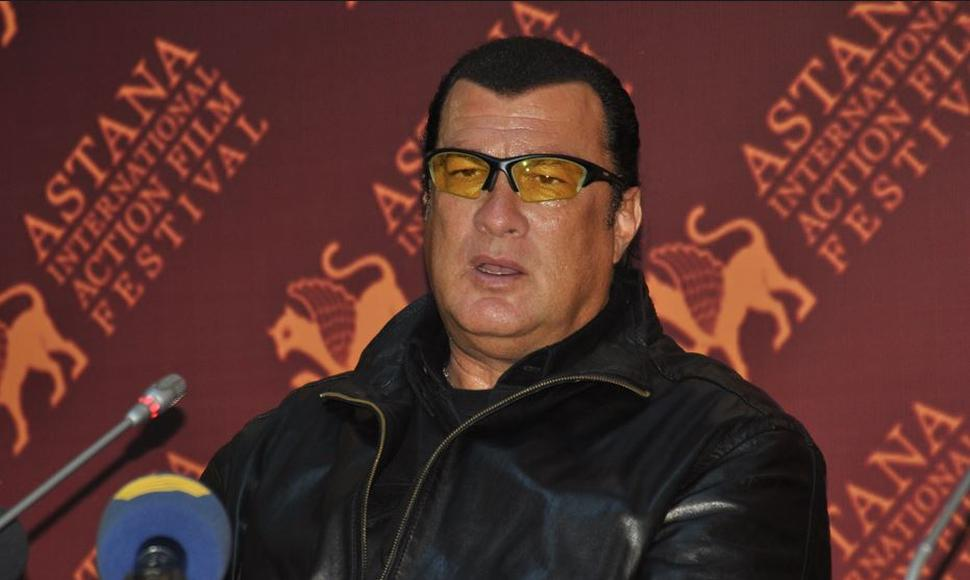 Steven Seagal. INTERNET / END
