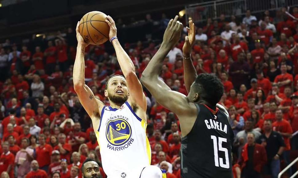 1-1 Se encuentra la serie entre Houston y Warriors.