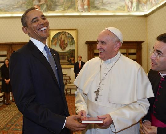 Ameno encuentro entre Obama y el papa Francisco en el Vaticano. AFP  / END