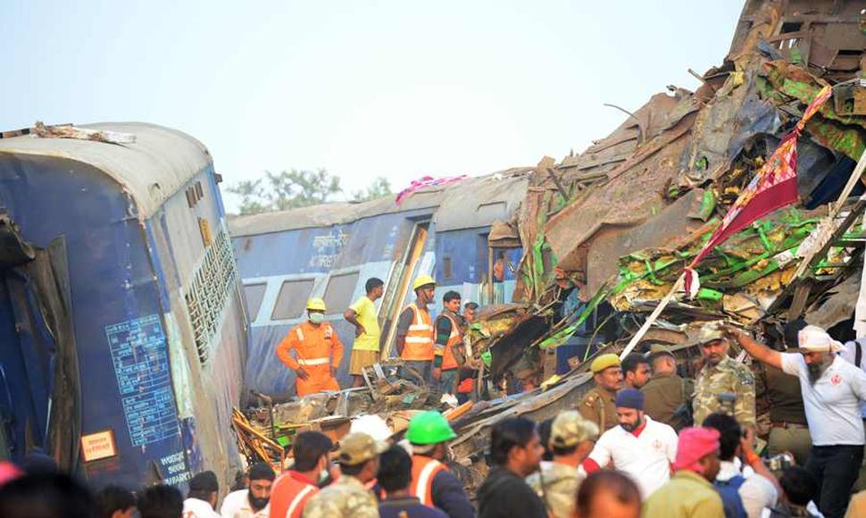 Imagen del accidente ferroviario al norte de India.
