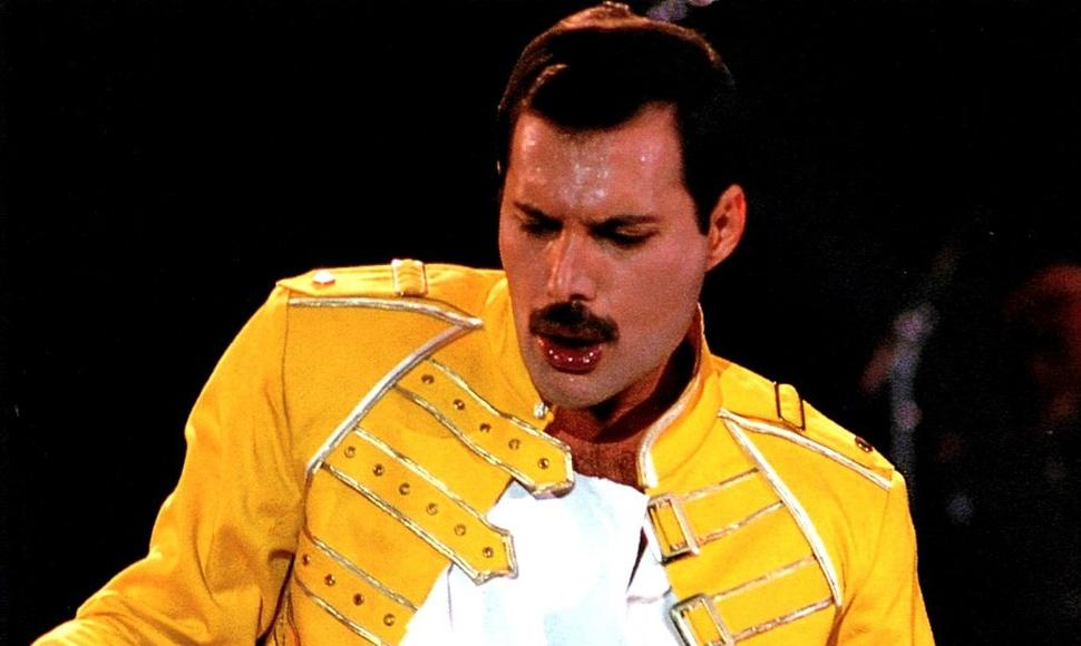 Freddie Mercury, vocalista de Queen.