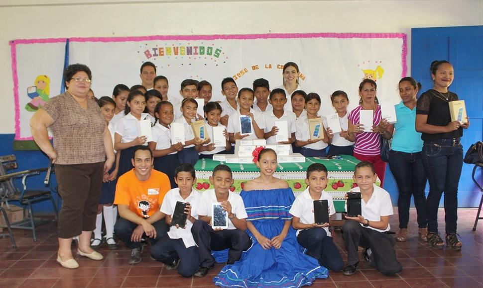 Estudiantes beneficiados por World Vision y Pensa.
