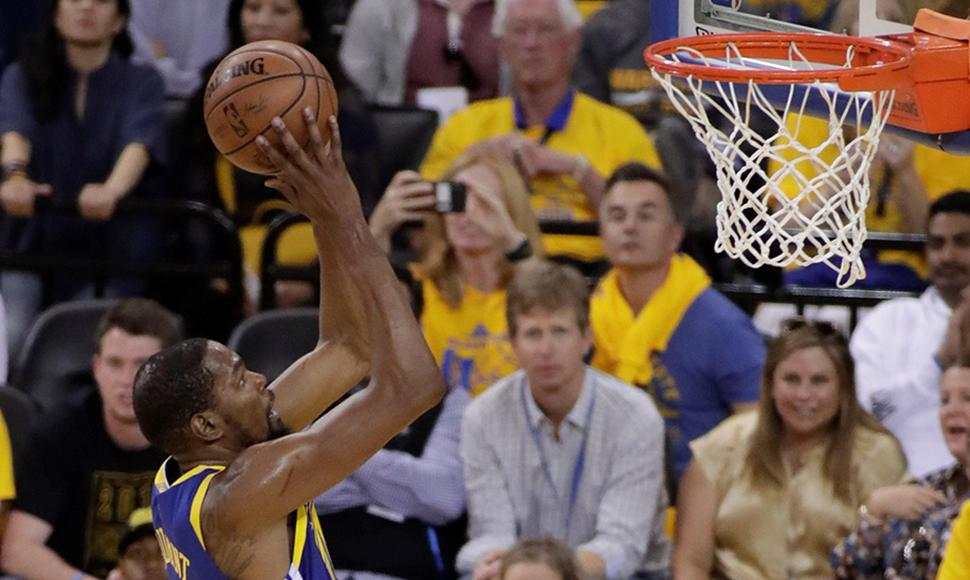 Kevin Durant brilló con los Warriors.