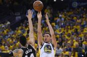 Warriors golpean a San Antonio