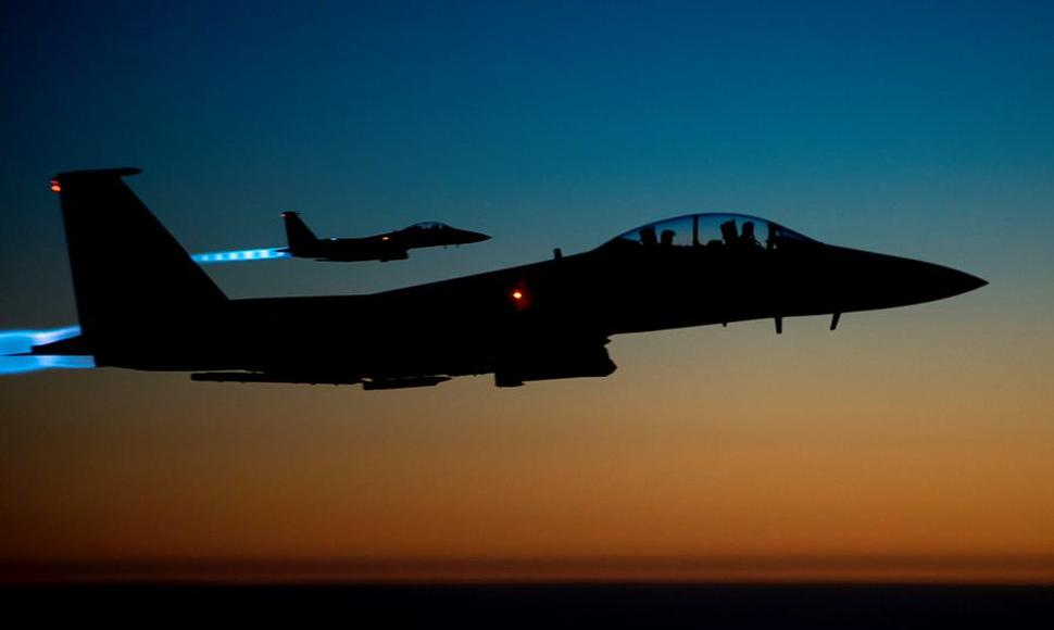 La nave US Air Force F-15E Strike Eagles luego de realizar bombardeos en Siria.