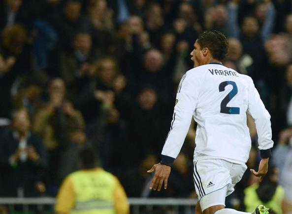 Rafael Varane anota el gol del empate para el Real Madrid. AFP / END