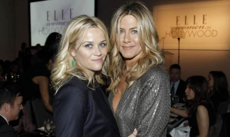 Jennifer Aniston posando con Reese Witherspoon