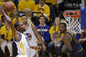 Durant y Curry pueden con James e Irving