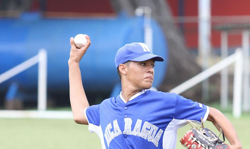 Lésther Medrano, pitcher y primera base nica.